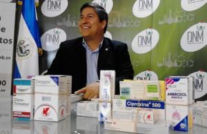 El director nacional de medicamentos, Vicente Coto, se mostró sorprendido ante la gran cantidad de laboratorios internacionales que se ofrecieron para ingresar sus productos al país. /X.G.