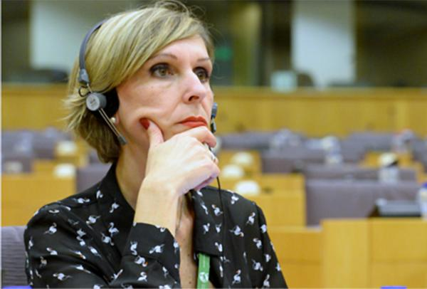 Beatriz Becerra, eurodiputada de Unión, Progreso y Democracia (UPyD), incidió en que no hay duda sobre la legitimidad del lucro de las empresas, pero que la vida y la muerte son cuestiones de interés general.