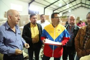 Ministro del Poder Popular para la Salud, Henry Ventura, acompañado por su equipo: Dr. Jacobo Mora y Freddy Leal