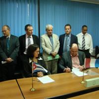 Firma del acuerdo de exclusividad de Abivax con el Centro Cubano de Ingeniería Genética y Biotecnología (CIGB), Marzo 2014.