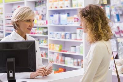 La farmacia es, muchas veces, el primer lugar de consulta.