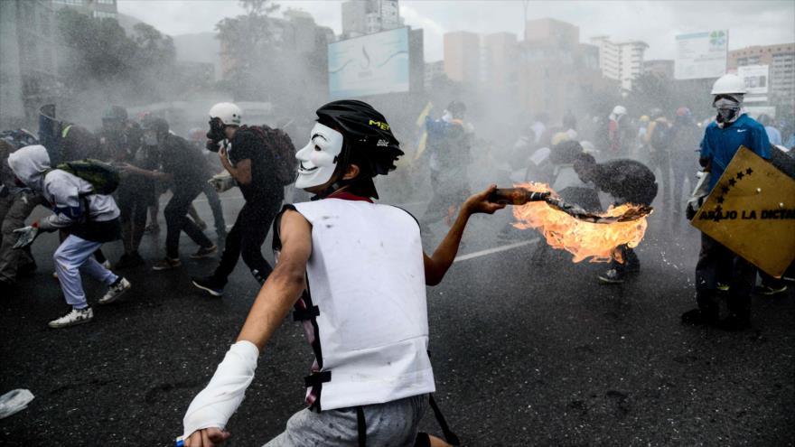 Manifetsante opositores en una protesta en Caracas, 31 de mayo de 2017.