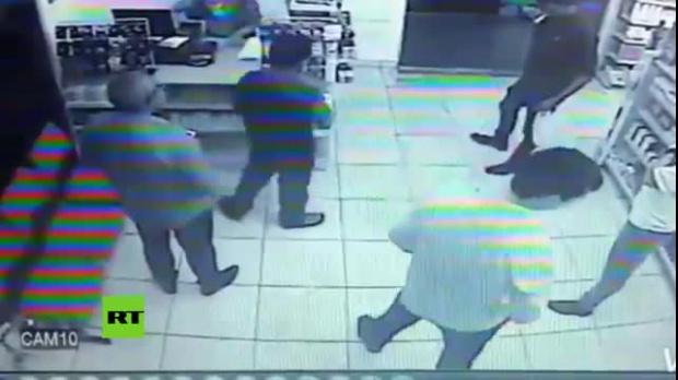 Resultado de imagen para El ladrón con peor suerte del mundo: roba una farmacia y está llena de policías