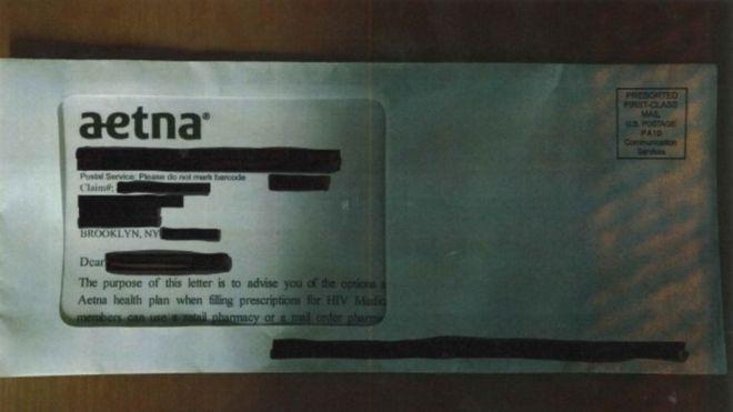 Sobre de una carta revelando el estatus de VIH