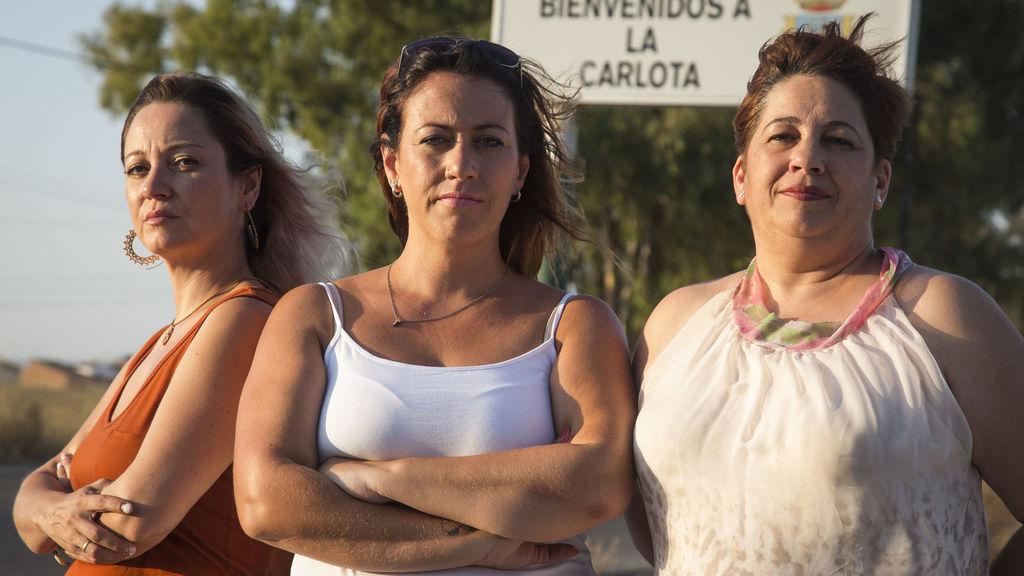 De izquierda a derecha, Gema, Susana y Mariluz, tres de las perjudicadas por Essure de La Carlota (Córdoba), un municipio con 13.000 habitantes y 17 afectadas censadas.