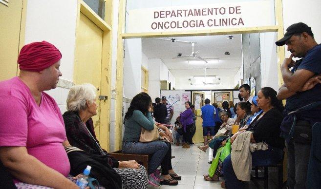 Cáncer lleva a familias a la ruina por altos costos de medicamentos
