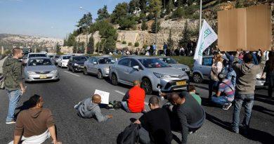 Israel se para media jornada por huelga por despidos en Teva